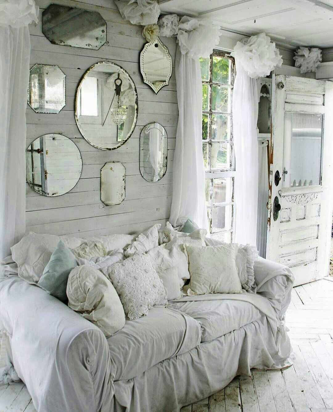 Real living room in shabby chic.  Source: Pinterest