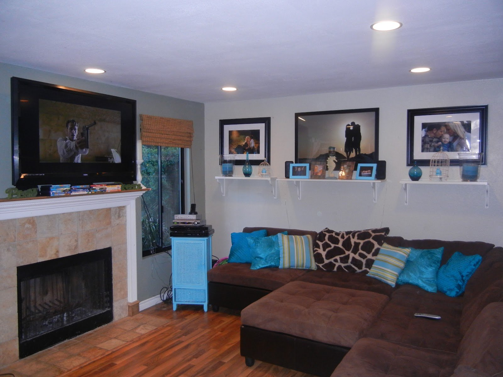 Sleeping living room in brown and turquoise