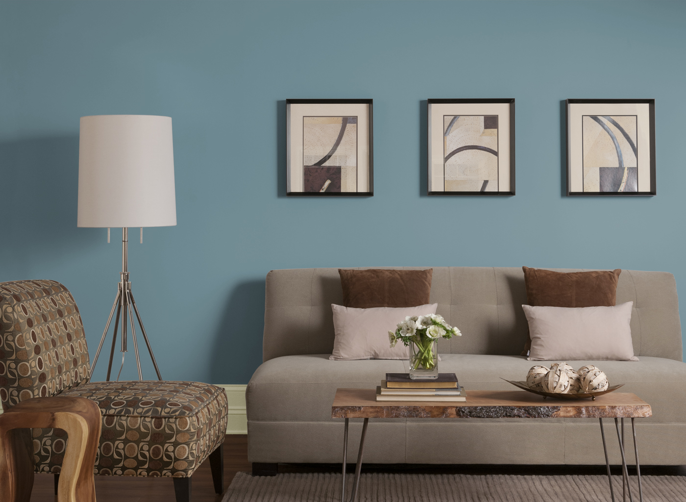 Sweet living room in brown and turquoise