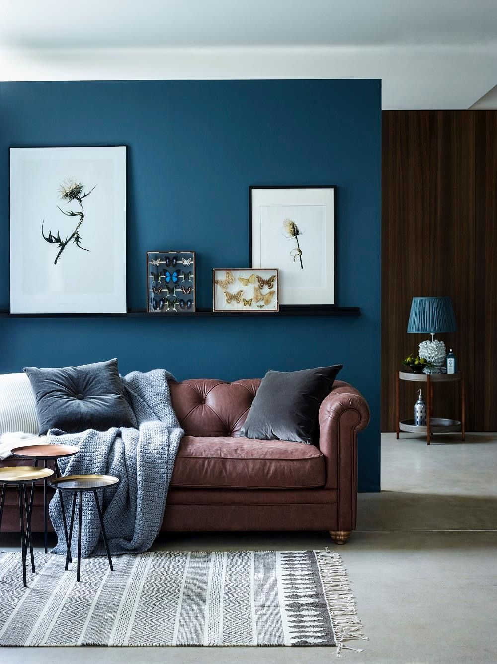 Relaxing living room in blue-green and brown