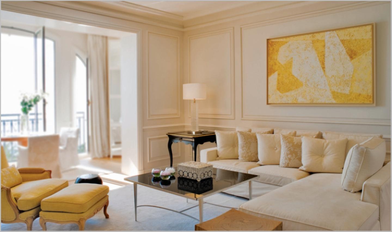 Quiet yellow living room