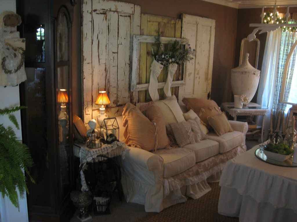 Shabby chic living room.  Source: tierraeste.com