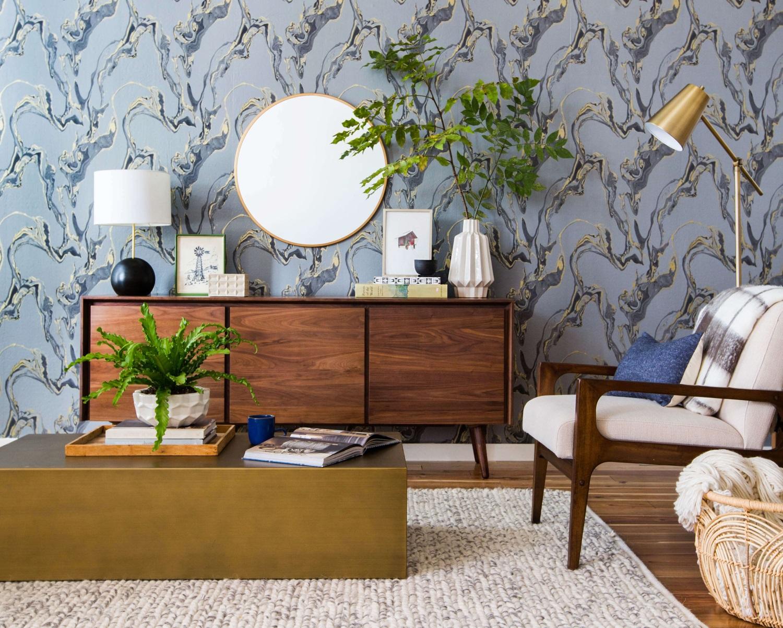 Patterned blue wallpaper for mini living rooms