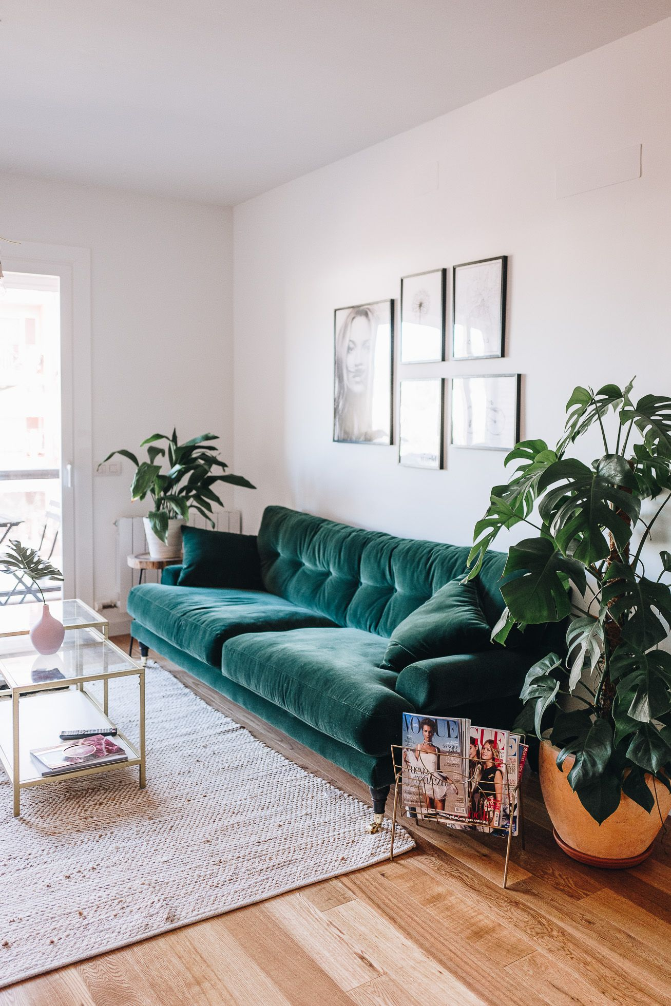 Living room with a green couch.  Source: Pinterest