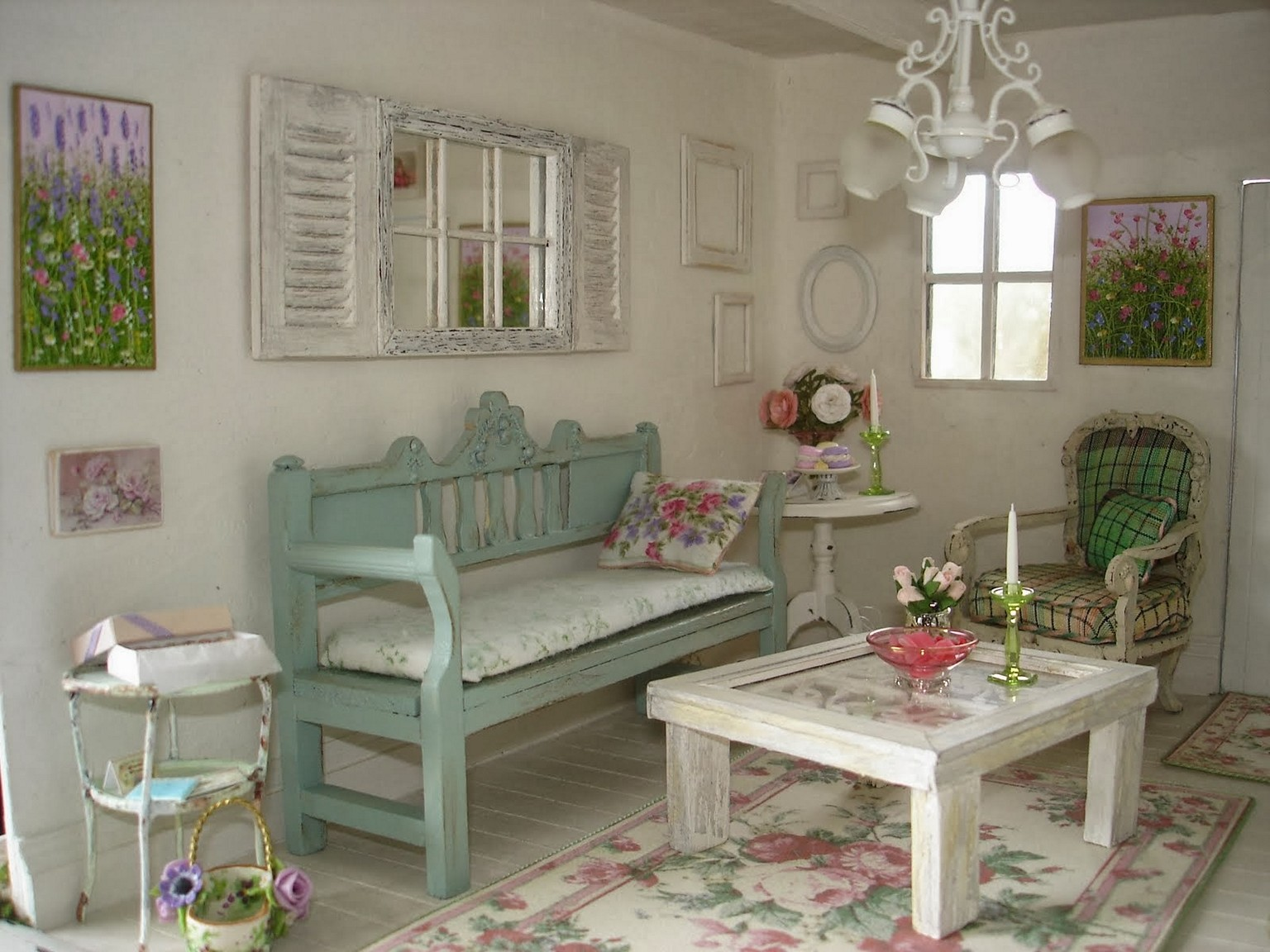 Porch-inspired shabby chic living room.  Source: backtobasicliving.com