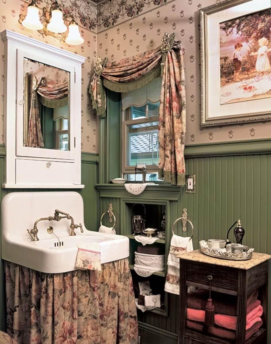 Classic bathroom tray