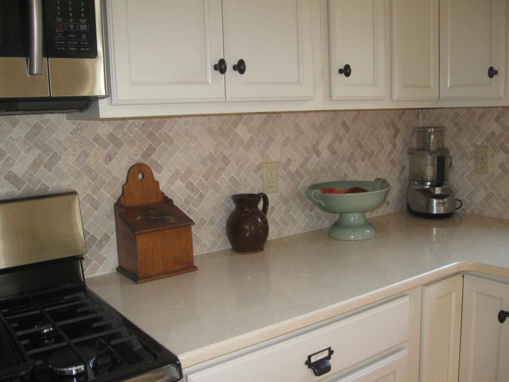 Milky, cream-colored kitchen splashback