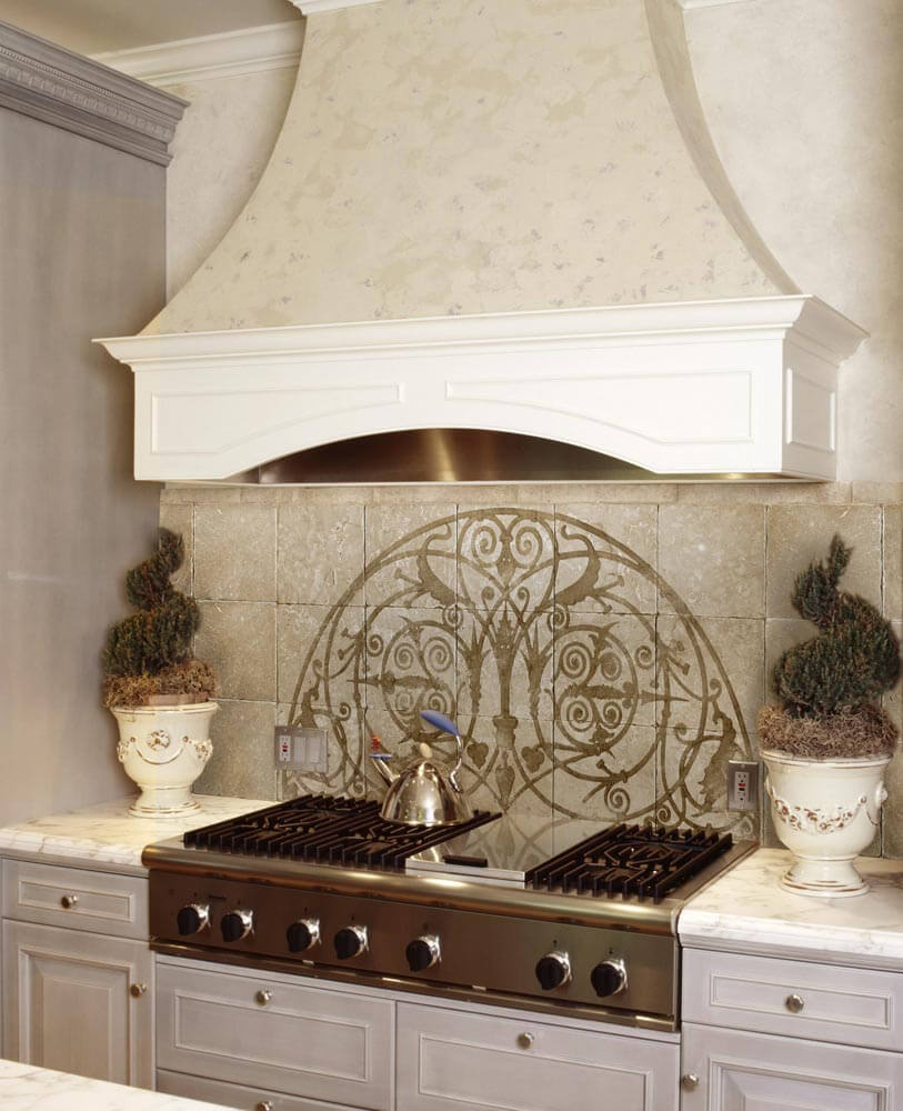 Classic, cream-colored kitchen splashback