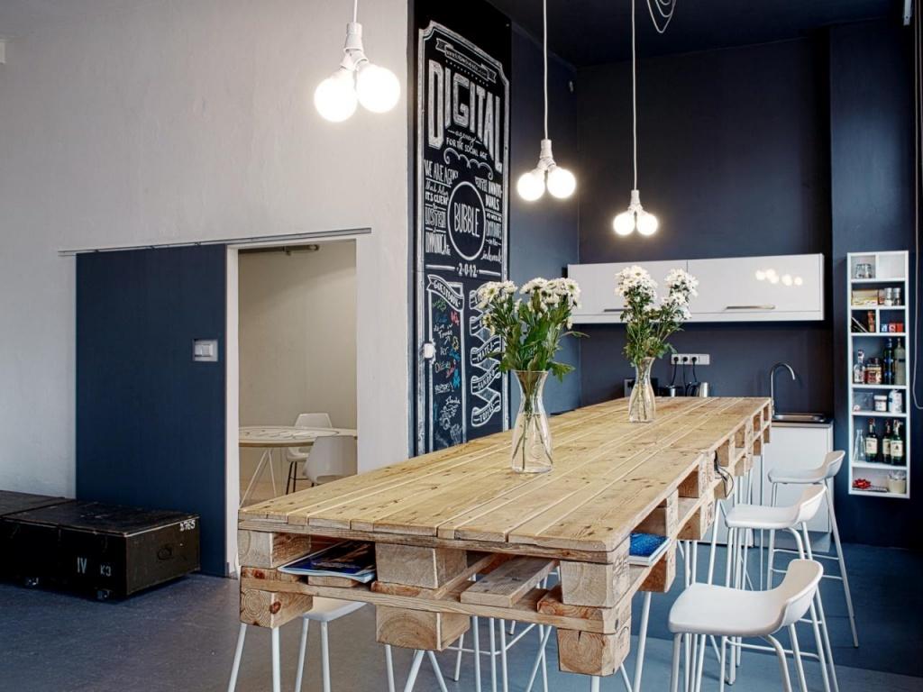 Fashionable kitchen table