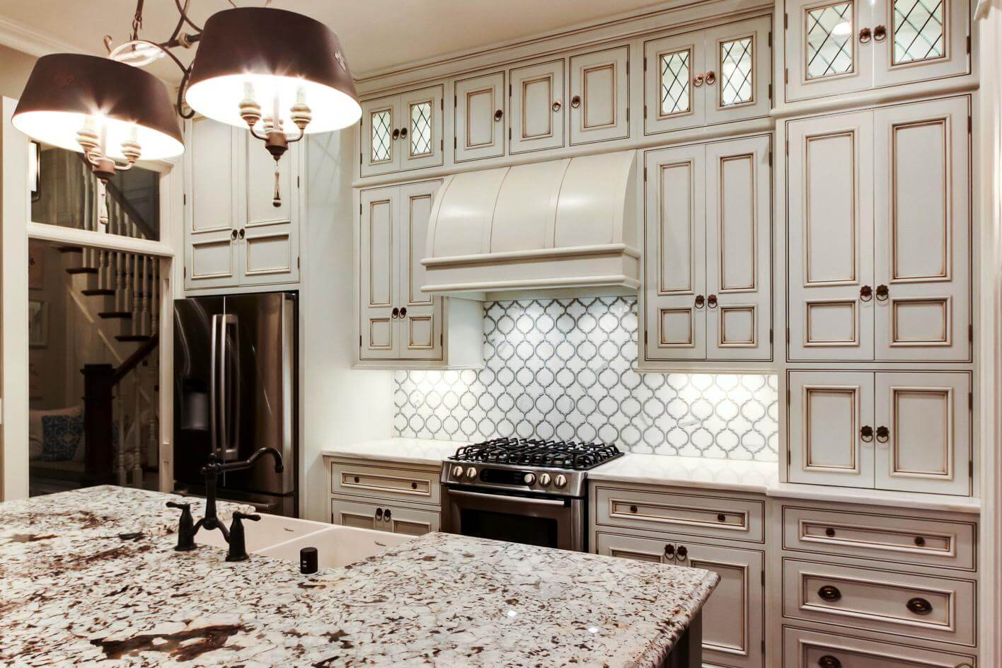 Kitchen island with an extraordinary sink