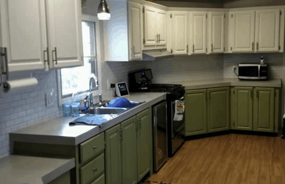 Two-tone mobile home kitchen
