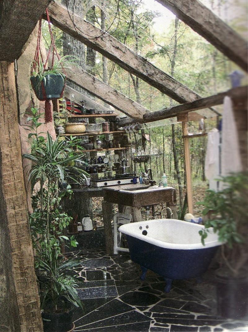 Refreshing outdoor bath