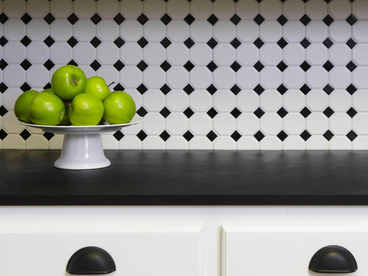Modern kitchen splashback in black and white