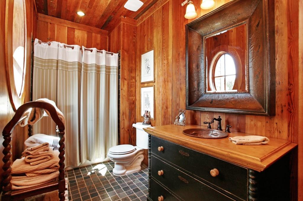 Elegant western bathroom