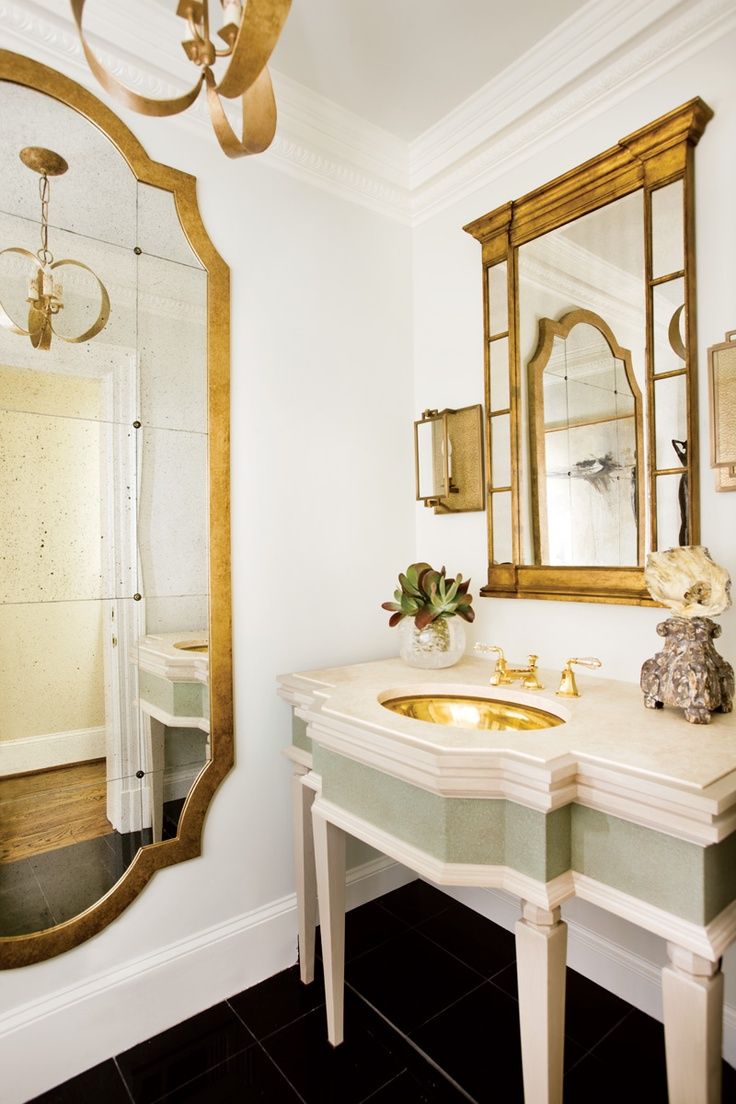 Attractive bathroom in white and gold