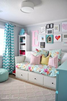 Bedroom Ideas for Girls I love this bedroom idea for a tween or teen girl's room.  LHGFOTP