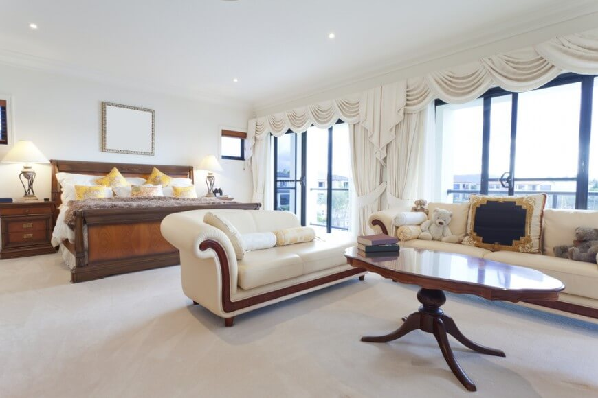 Bedroom sofa a light and bright master bedroom with a large sofa and a chaise longue FRRYZEI