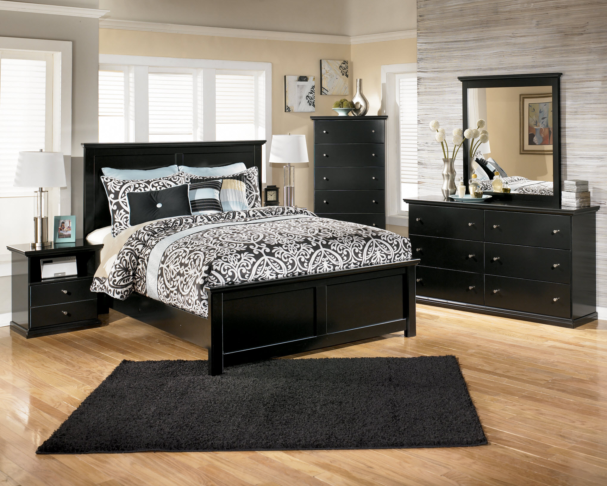 Classic black bedroom furniture sets with a picture of the black bedroom conversion DHRKBNN