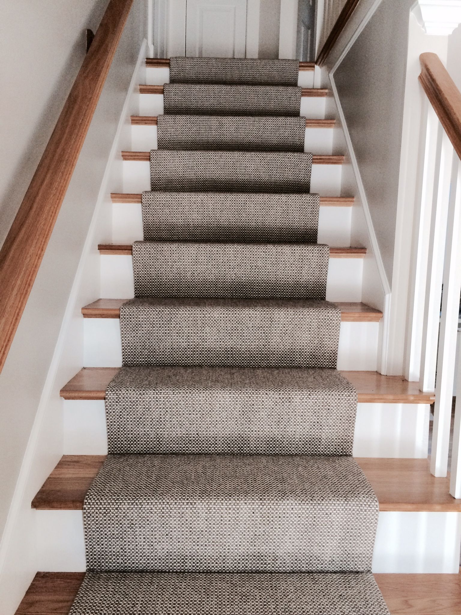 Carpet runner stair runner made of woven wool that we made with a fold and stitch XIJKLDG