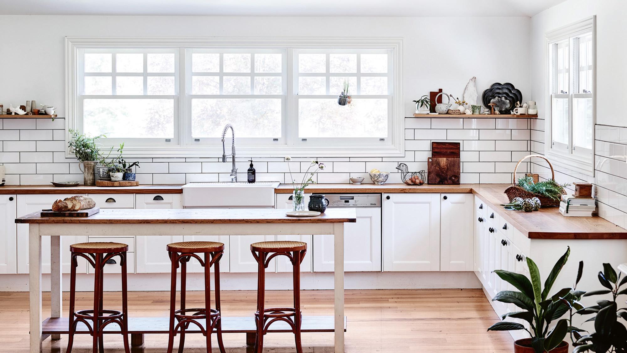 Country kitchen white-country kitchen-island-roper-blaylock-acsmar2018 XDONCHF