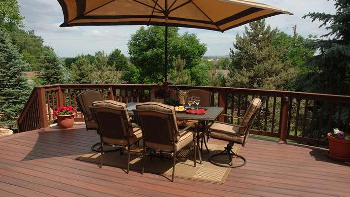 deck furniture fiberon-horizon-decking-rosewood-outdoor-dining-blog AGXLXCB