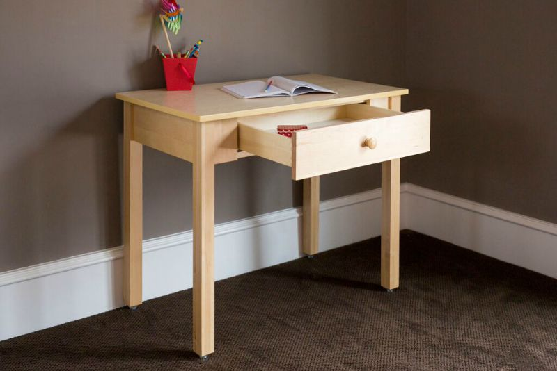 Desk for your child is practical with your SEIUUSX children's desk