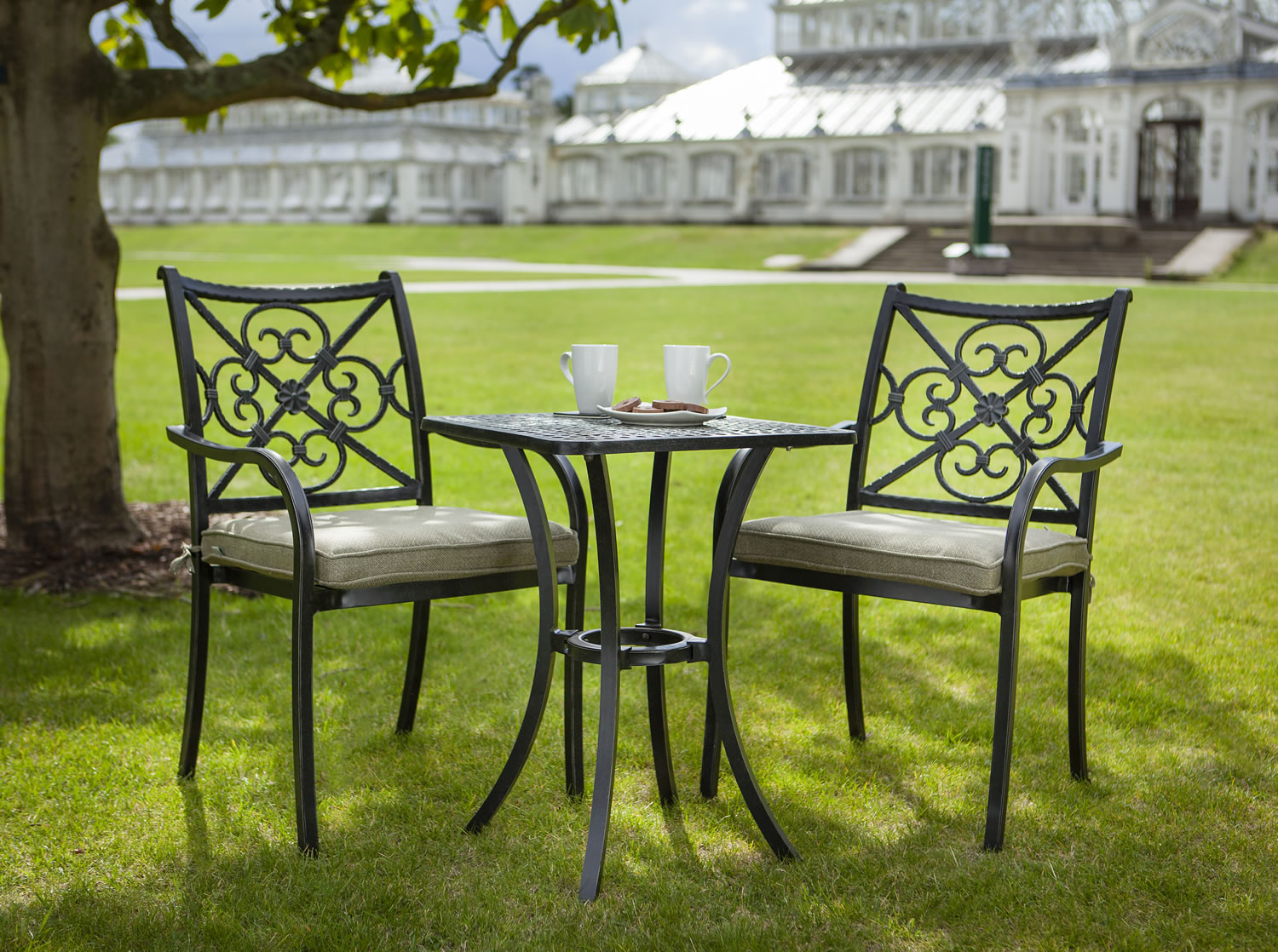 Garden Bistro Sets ... Bistro sets should match the design of your home.  if you have FYMZVDS