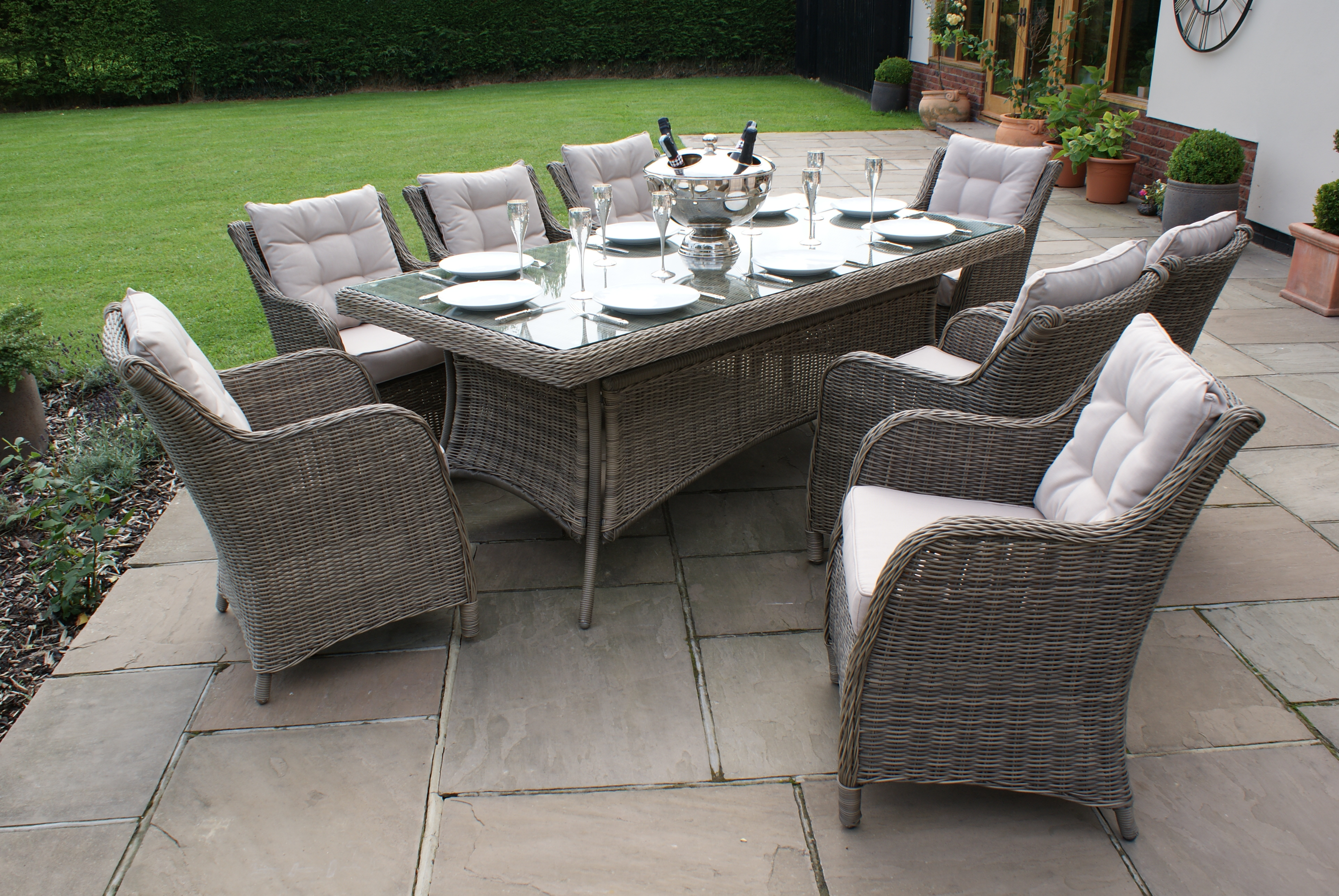 Dining room set for the garden Winchester Rectangular dining room set with 8 seats and square chairs Crownhill in the garden PGNPWDV