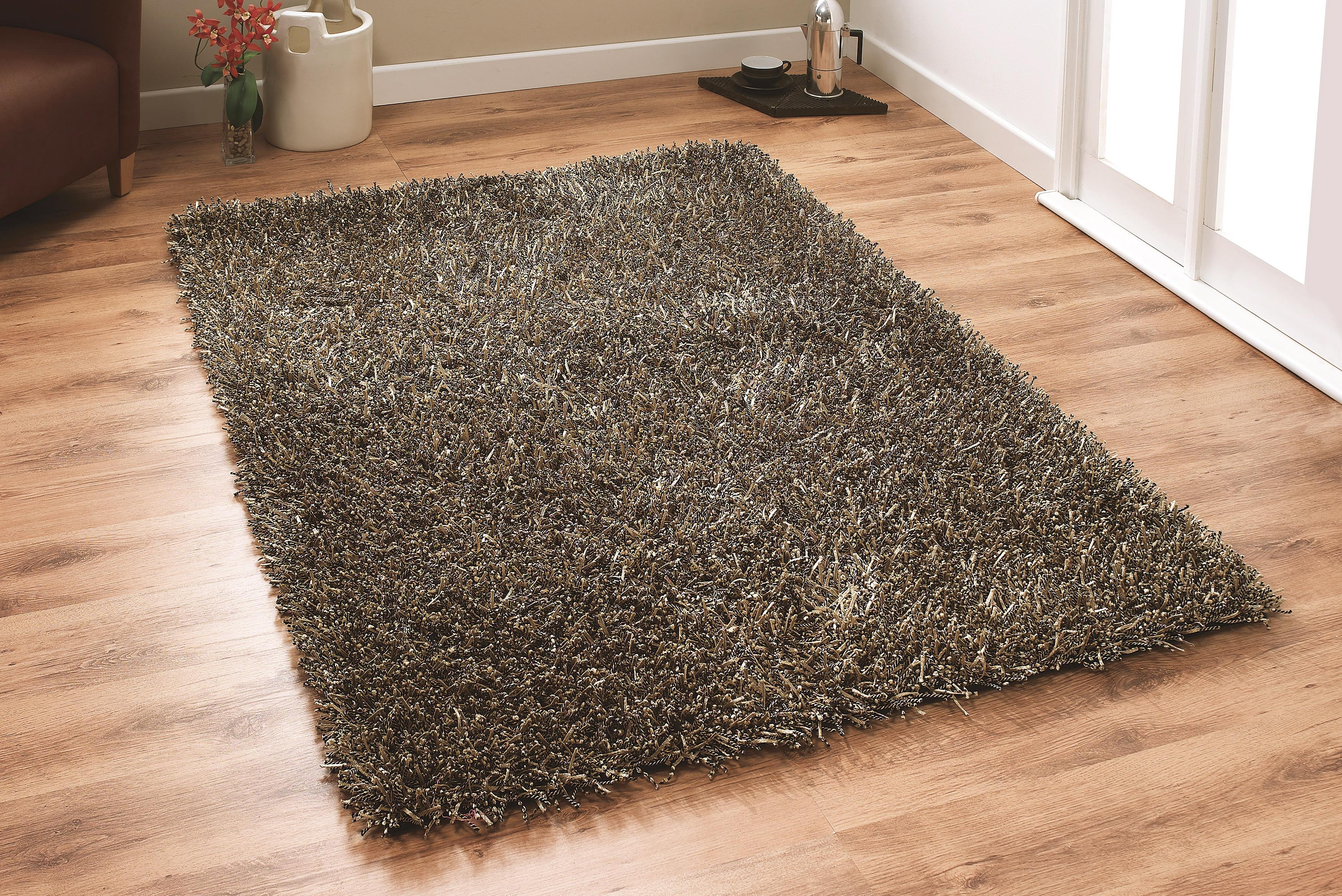 Get a stunning look in your bedroom with deep pile carpets CPHCGFS