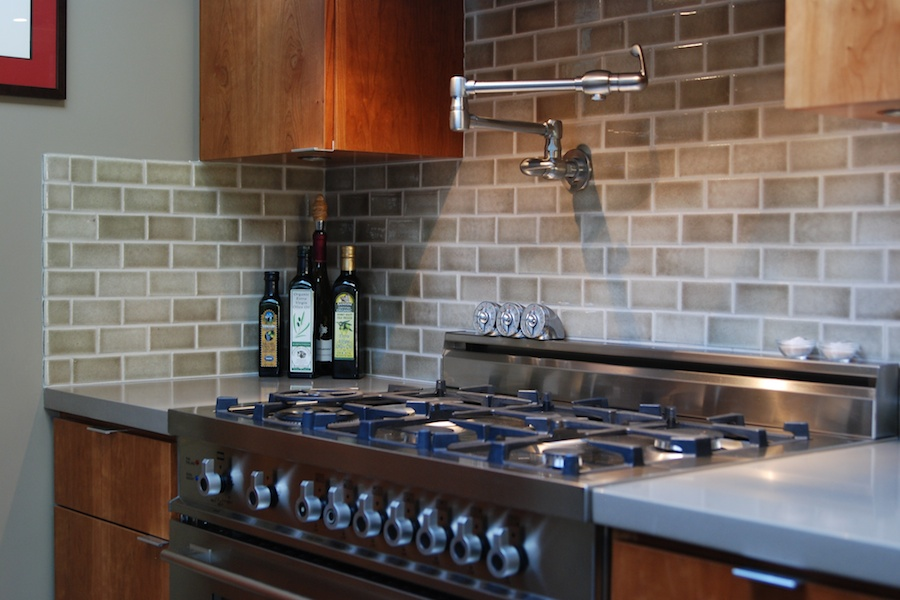Kitchen back wall tiles what why and how to tile a back wall for your kitchen furnishings FFLKIKF
