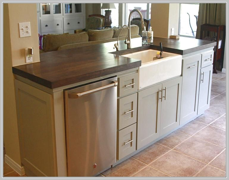 Small kitchen island with sink and dishwasher |  Functional kitchen.