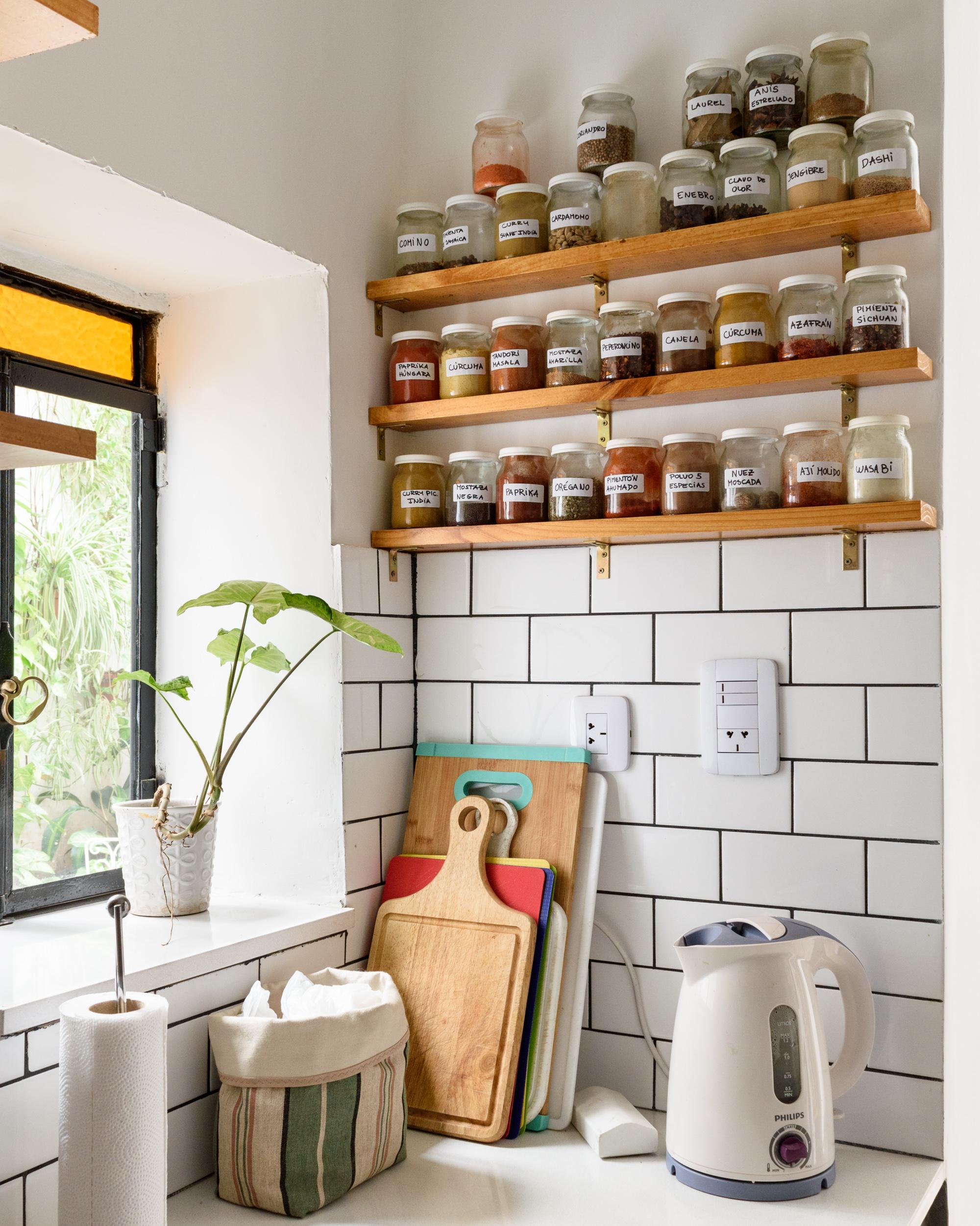Kitchen pantry (Photo credit: federico paul) GBIWJOO