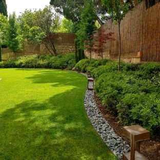 Landscaping Ideas Photo of a contemporary partial sun backyard landscaping in Madrid.  KLDCABK