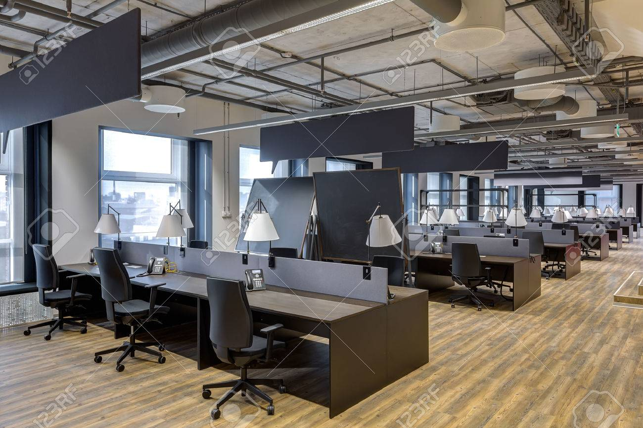 Large modern office with open space to work Stock Photo - 55747934 JGXZAQM