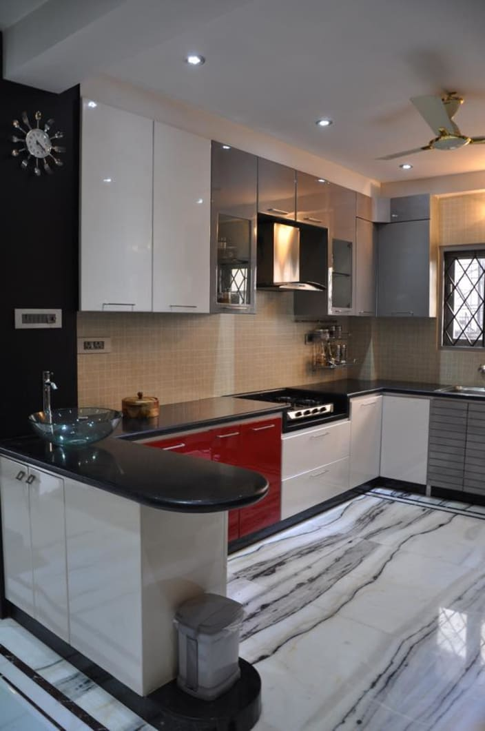 modular kitchen design u-shaped kitchen with modern cabinets and wall decor MHAIJBZ