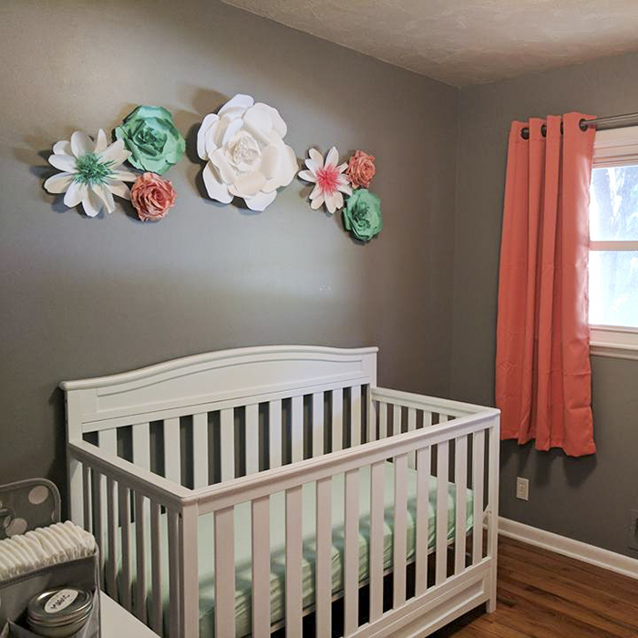 Paper flowers are the focus of the children's room decoration QKQZWHN