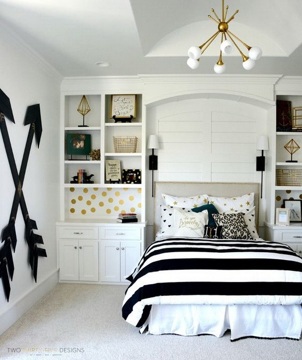 Pottery Barn teen girl bedroom with wooden wall arrows.  Budget friendly choice AGRYZVL