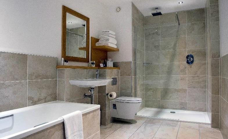 Project spotlight: Roca baths in the Kingsmills Hotel, Inverness ORUUEXR