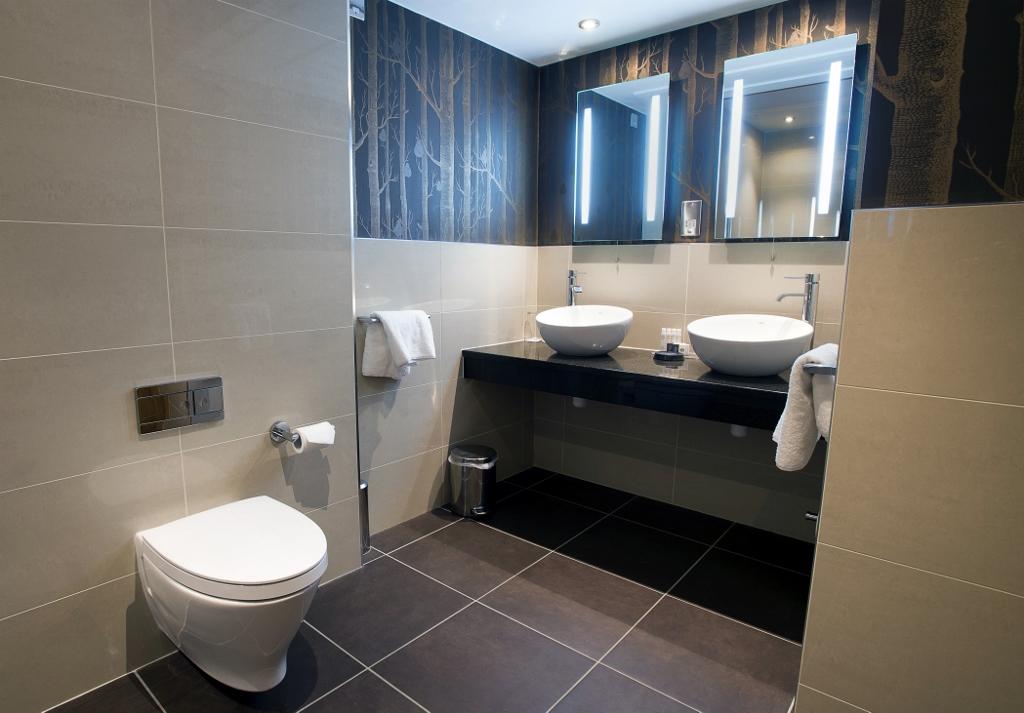 roca bathroom kingsmills hotel inverness garden room bathroom pic.  Trevor Martin KNHKNWI