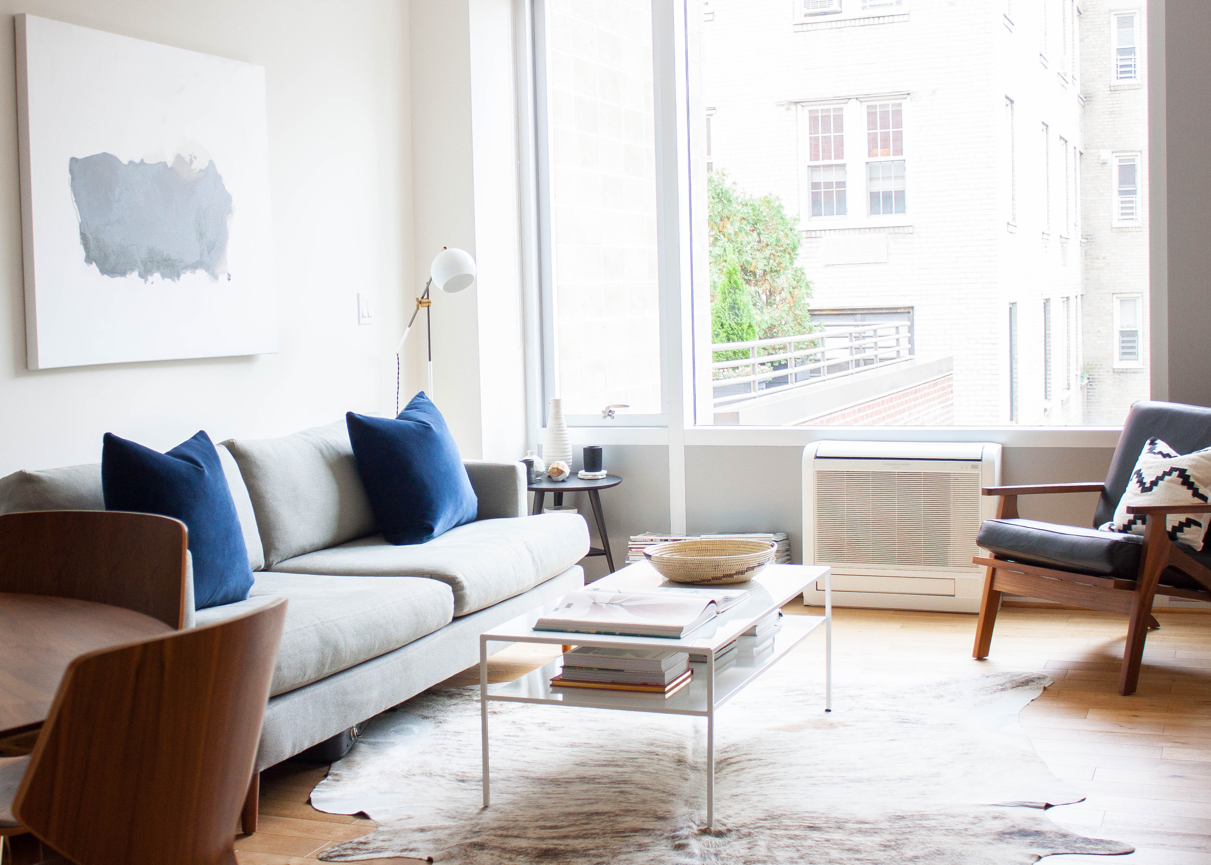 Small Living Room Design Tour: A Minimalist New York City Retreat from Hectic City Life FQAFMGT