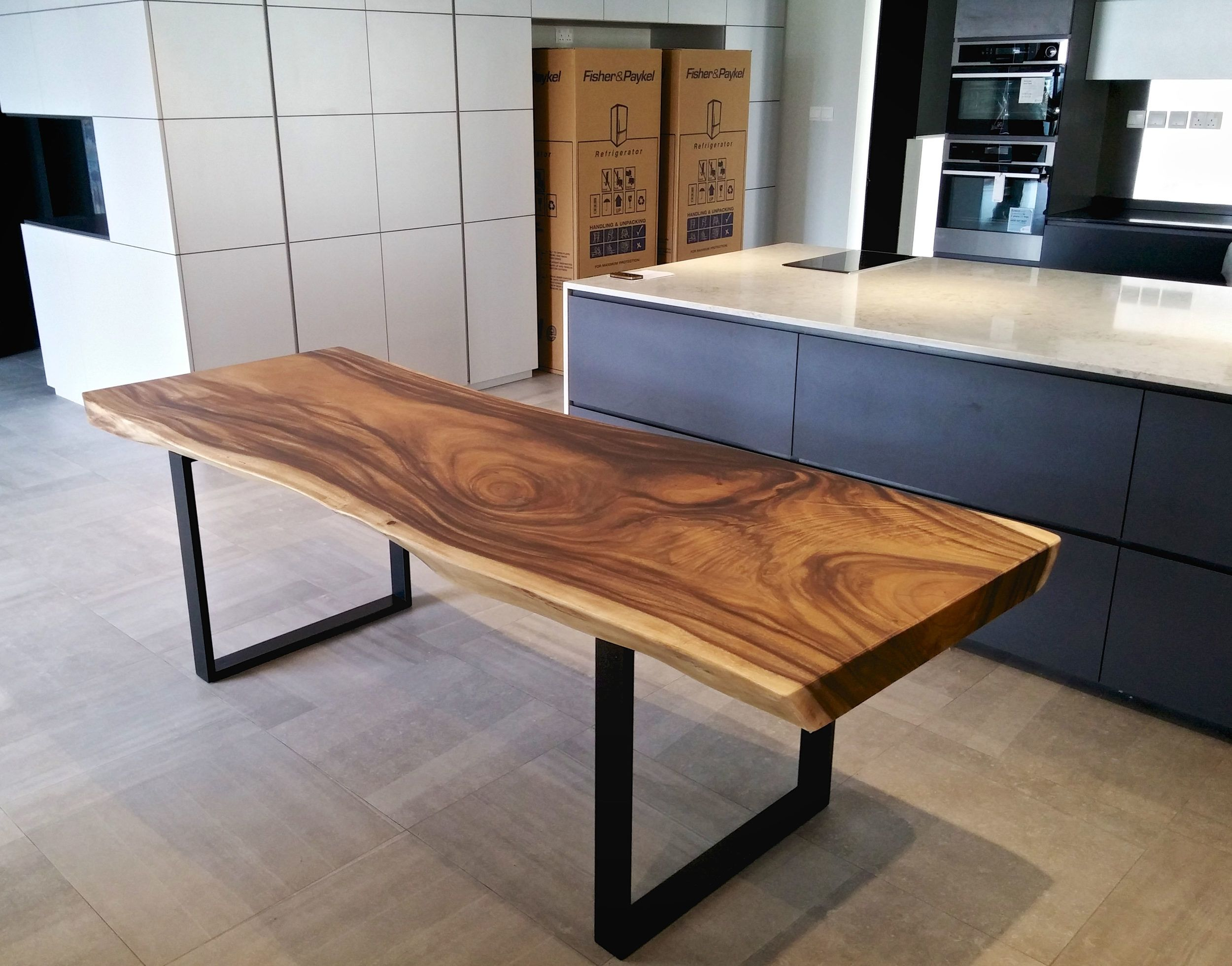 Solid wood dining table with black metal legs XOFFUSW