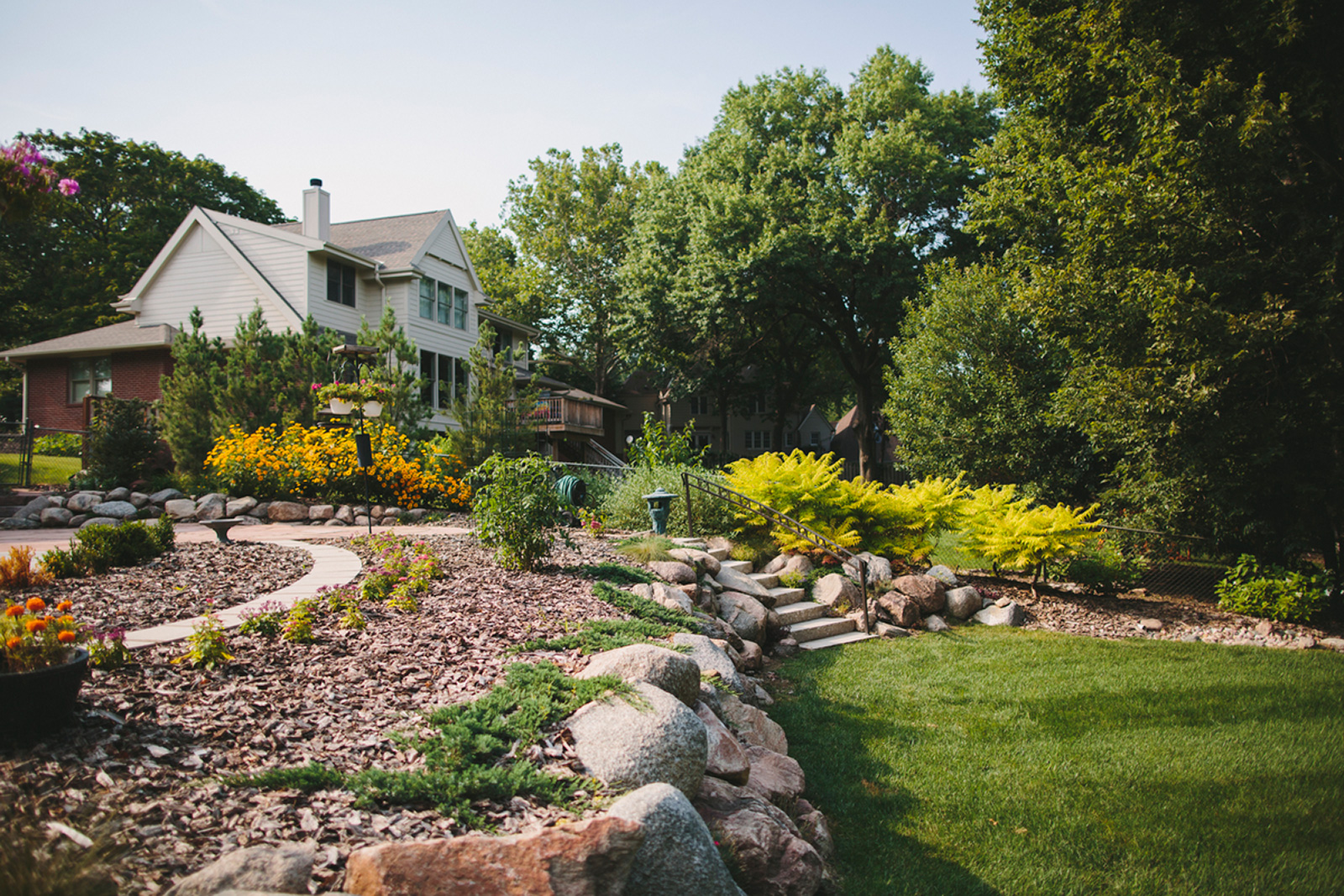 Spring landscaping ideas    simple garden ideas    houselogic CNIEVXN