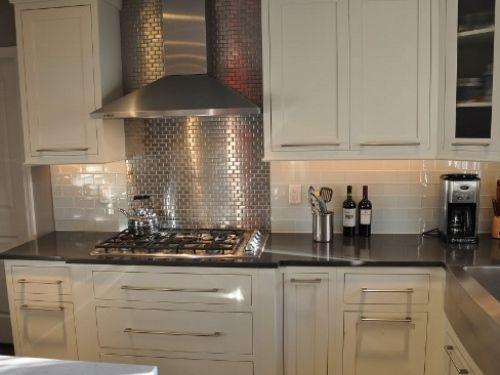Modern white kitchen with stainless steel backsplash: best and most popular.
