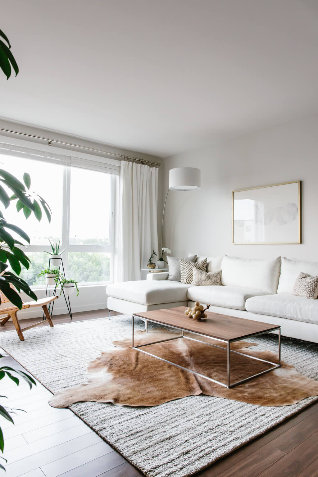 Take a tour of my modern and minimalist living room.  my interior ALZYZTM