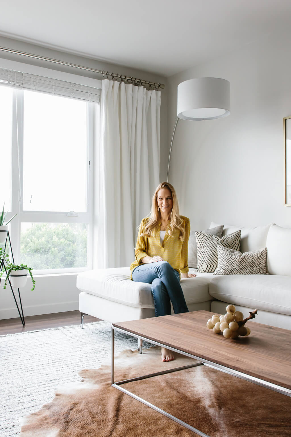 Take a tour of my modern and minimalist living room.  my inner NLOZFOZ