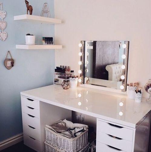 Teenage girl corner washbasin with light to make a teenage girl feel like a DUXSGKH