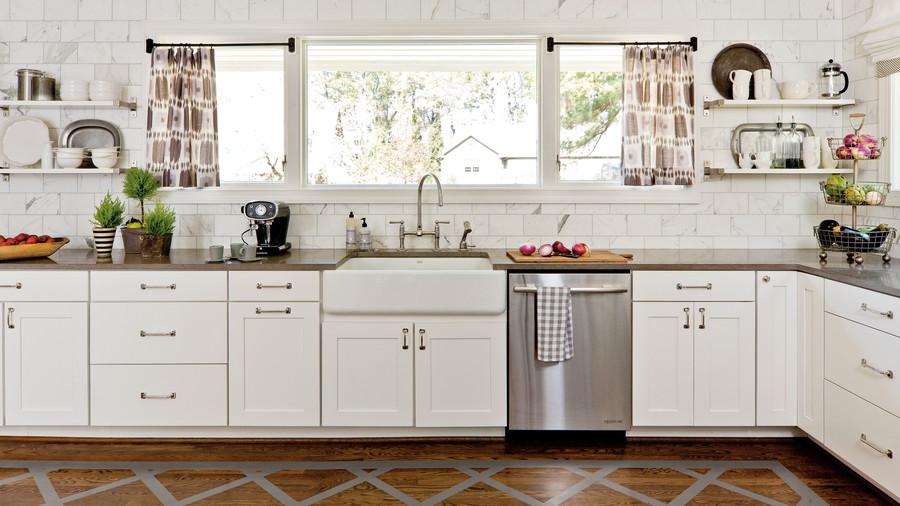 Thuston lacquered floor white kitchen makeover TROXUTE