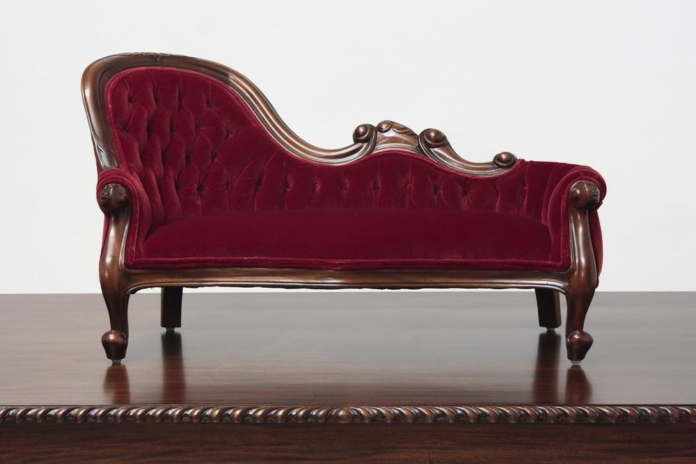 Victorian sofa Image 1 HXMHDMP